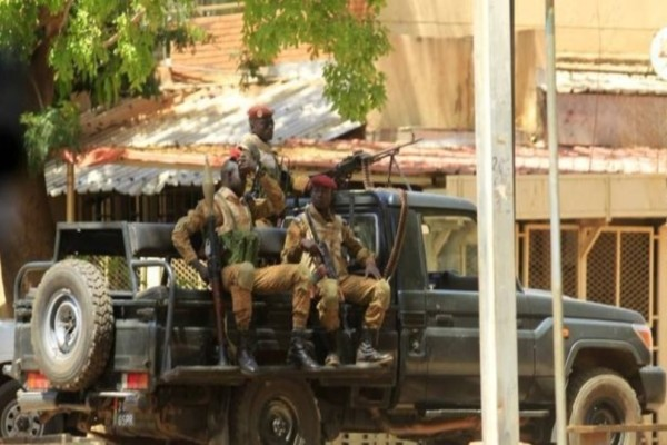 Τραγωδία στη Μπουρκίνα Φάσο! Δεκατέσσερις νεκροί σε βομβιστική επίθεση εναντίον σχολικού λεωφορείου!