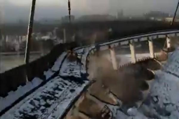 Βίντεο-σοκ! Η οροφή κατέρρευσε, ο εργάτης παγιδεύτηκε και αγνοείται!