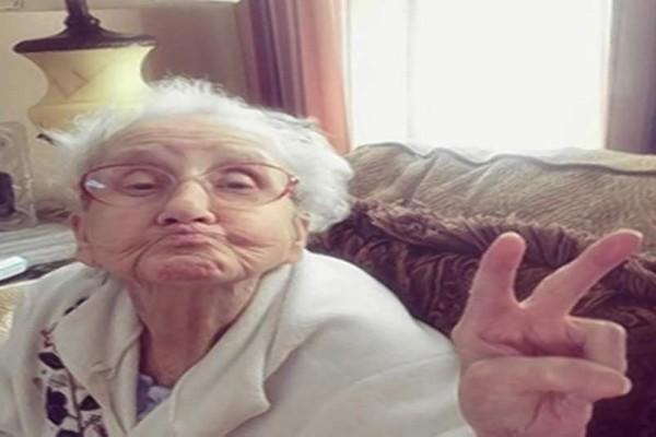 Η απίστευτη απάντηση της γιαγιάς στην εγγονή! Το ξεκαρδιστικό ανέκδοτο της ημέρας!