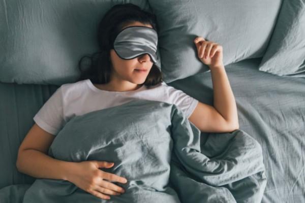 Αυτή η γυναίκα κοιμόταν και μόλις ξύπνησε αυτό που αντίκρισε στο κινητό της ήταν πραγματικά ανατριχιαστικό!