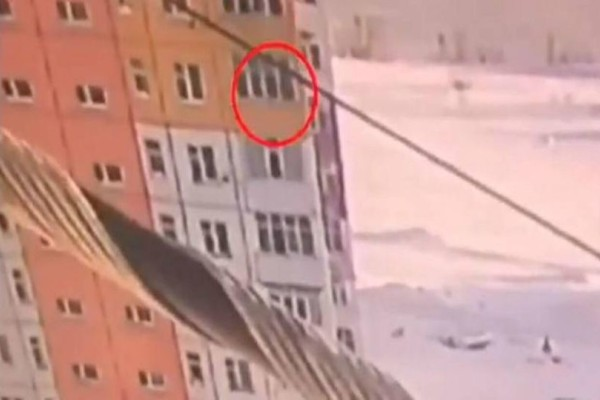 27χρονη γυναίκα έπεσε από τον 9ο όροφο ύψους 20 μέτρων! (Video)