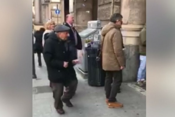 Αυτός ο 92χρονος παππούς πετυχαίνει έναν χορευτή του δρόμου... Αυτό που έγινε 2 λεπτά μετά θα σας αφήσει άφωνους!