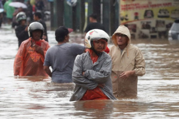 Φονικές πλημμύρες στην Ινδονησία: Τουλάχιστον 21 νεκροί!