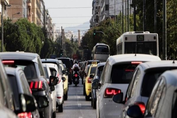 Αυξημένη κίνηση στο κέντρο της Αθήνας: Κλειστή η Πανεπιστημίου! (photo)