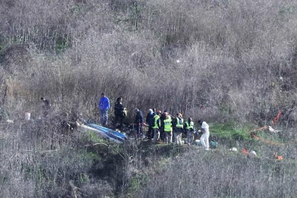 Ανατριχιαστικές εικόνες! Ανασύρθηκαν 3 από τα πτώματα στην τραγωδία του ελικοπτέρου του Κόμπι Μπράιαντ! Δεν ξέρουν σε ποιον ανήκουν! (video+photos)