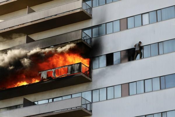 Εικόνες-σοκ! Μεγάλη φωτιά σε πολυκατοικία του Λος Άντζελες με τραυματία μωρό τριών μηνών! Ήταν εμπρησμός ή ατύχημα; (video)