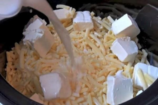 Έριξε τα μακαρόνια μαζί με το τυρί στην χύτρα χωρίς να τα βράσει - Το αποτέλεσμα θα σας κάνει να το φτιάξετε κι εσείς!