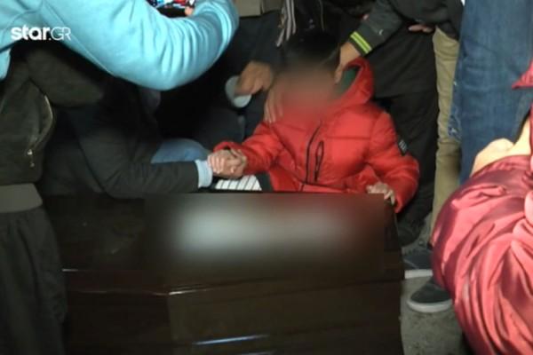 Ραγίζουν καρδιές τα παιδιά του ζευγαριού που βρέθηκε νεκρό από αναθυμιάσεις! Σπαρακτικές εικόνες!