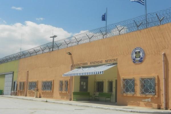 Φοβερό: Σοκάρει η εικόνα με κρατούμενο που έβγαλε όγκο στο κεφάλι! (photo)