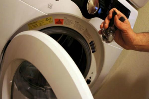 Απίστευτο: Έβαλε αυτό το μπαχαρικό στη θήκη του πλυντηρίου και δεν ξαναχρησιμοποίησε ποτέ χρωμοπαγίδα!