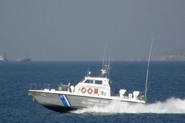 Συναγερμός στη Ρόδο: Ακυβέρνητο φορτηγό πλοίο με 14 επιβαίνοντες!