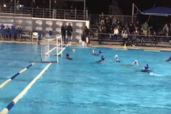 Απίστευτο σκηνικό στη Γλυφάδα! Οπαδός έριξε στην πισίνα τον διαιτητή σε αγώνα πόλο! (video)