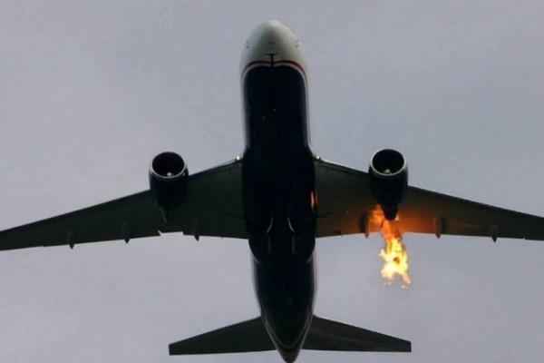 Σοκ: Αεροπλάνο πήρε φωτιά κατά τη διάρκεια της πτήσης! (video)