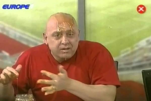 Σκηνές ροκ: Πλάκωσαν στις μπουνιές τον Κώστα Ραπτόπουλο!