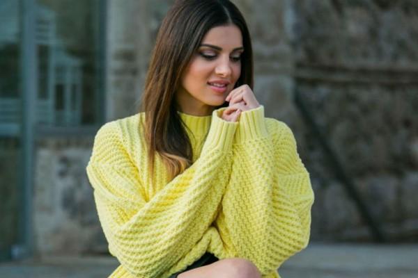 Γυναικάρα η Σταματίνα Τσιμτσιλή: Φόρεσε κάπρι τζιν και μπλούζα με έξω τους ώμους και