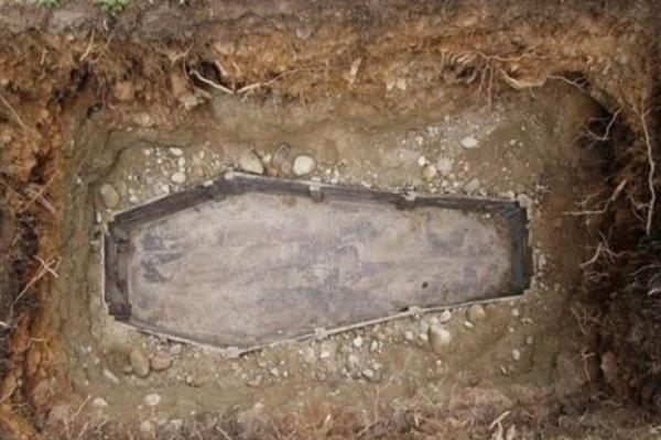 Το γνωρίζατε; Αυτός είναι ο λόγος που οι νεκροί θάβονται ακριβώς 2 μέτρα κάτω από την γη!