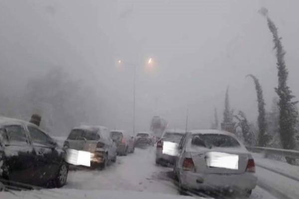 Καλάβρυτα: Εγκλωβισμένοι οι οδηγοί στο δρόμο για το Χιονοδρομικό!