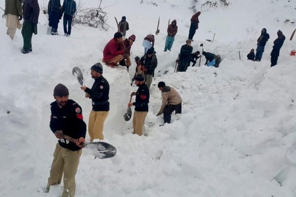 Αδιανόητο! 12χρονη ήταν θαμμένη κάτω από το χιόνι για 18 ώρες!