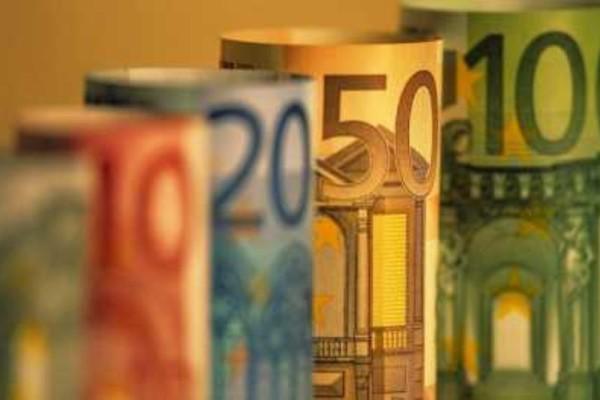 Διαγράφονται χρέη νέων ενηλίκων και τους δίνονται και 750 ευρώ!