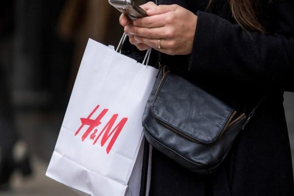 H&M: Η crêpe μπλούζα που θα λατρέψεις - Όταν την δει θα καταλάβεις...