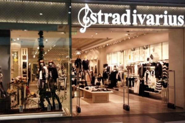 Stradivarius: Βρήκαμε την τέλεια πλισέ φούστα που θα απογειώσει κάθε εμφάνισή σου!