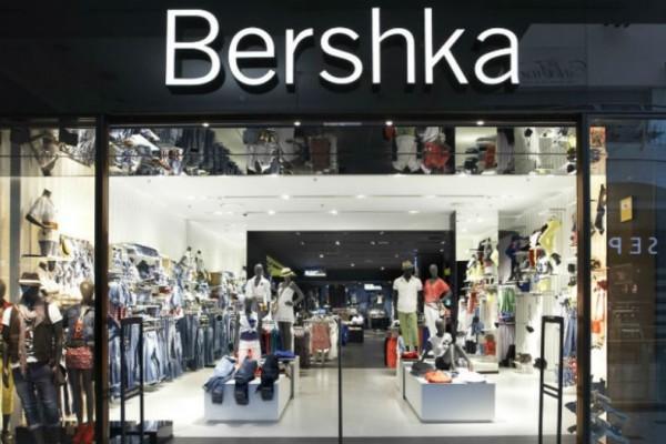 Bershka: Ανακαλύψαμε το παντελόνι που κάνει θραύση και κοστίζει μόλις 19,99€!