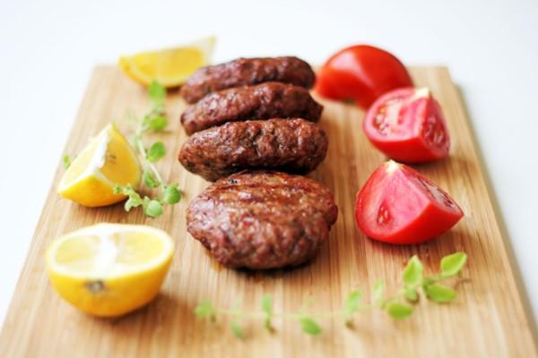 Αδιανόητο: Στην Ελβετία φτιάχνουν μπιφτέκια από κρέας... εντόμων!