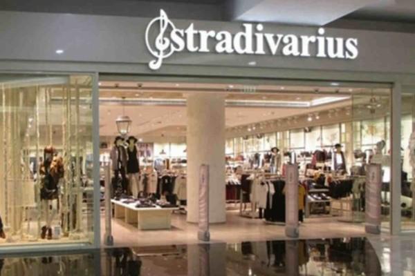 Stradivarius: Βρήκαμε το πιο σέξι πουκάμισο με διάφανα μανίκια με 50% έκπτωση!
