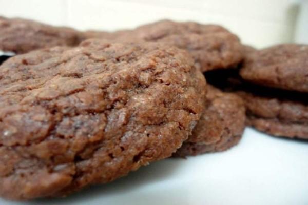 Λαχταριστά κουλουράκια σοκολάτας με 5 υλικά έτοιμα σε μόλις 10 λεπτά!