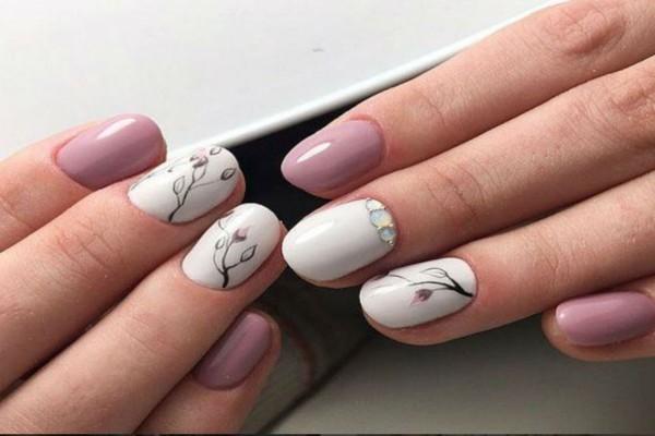 4+1 υπέροχα μανικιούρ για να φέρεις την άνοιξη λίγο νωρίτερα στα νύχια σου!