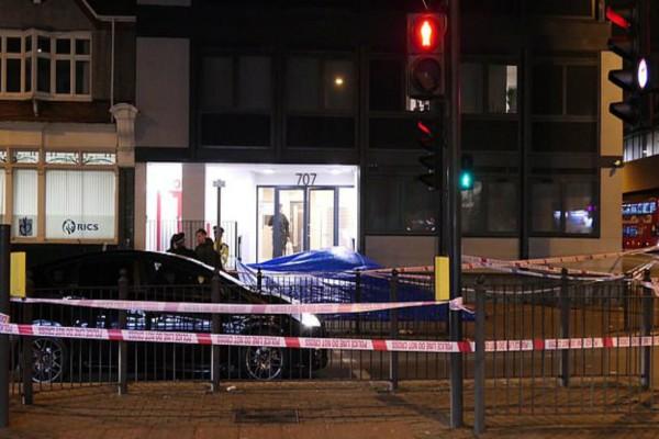 Χαμός στο Λονδίνο! Συνέλαβαν νεαρή γυναίκα για το θάνατο άνδρα που έπεσε από 9ώροφο κτίριο! (video)