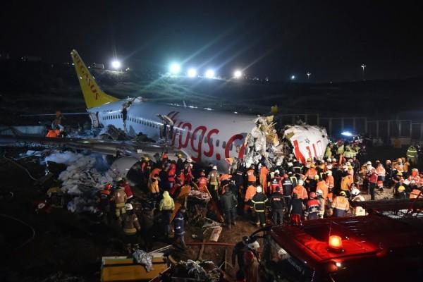 Αεροπορικό δυστύχημα στην Κωνσταντινούπολη: Έχασαν τη ζωή τους 3 άνθρωποι! Συγκλονίζει το βίντεο της συντριβής!