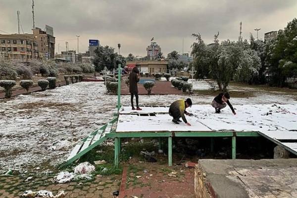 Απίστευτες εικόνες: Χιόνισε στην Βαγδάτη, δεύτερη φορά μέσα σ' έναν αιώνα!