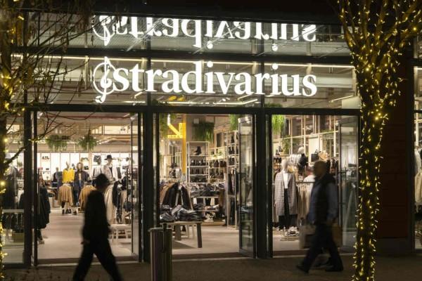 Stradivarius: Βρήκαμε το καπιτονέ τσαντάκι που πρέπει να αγοράσετε! Κοστίζει 12,99!