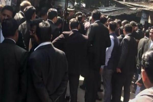 Συναγερμός στην Ινδία! Έκρηξη σε δικαστήριο! (video)