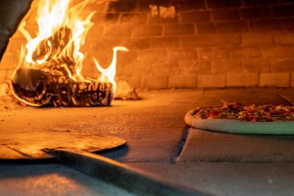 Chef in love: Απολαύστε αυθεντικές γεύσεις και την καλύτερη πίτσα της πόλης με ένα μόνο τηλεφώνημα!