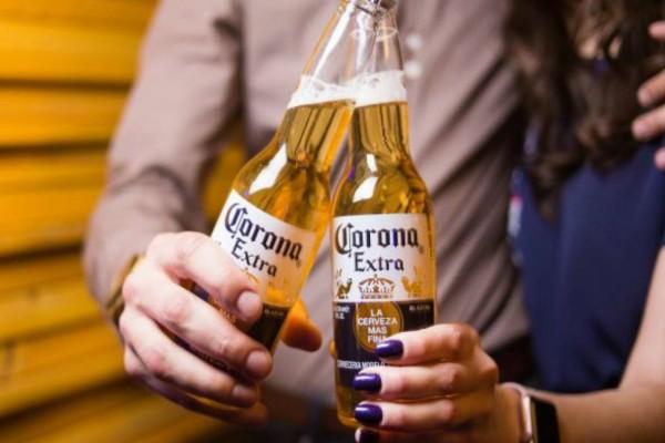Τραγικό! Οι Αμερικανοί σταματούν να πίνουν την μπύρα Corona λόγω... κορωναϊού!