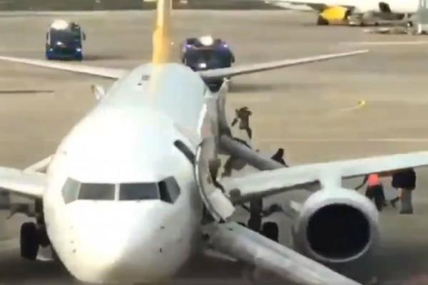 Φωτιά σε αεροπλάνο στη Γερμανία! (video)