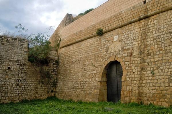 Κρήτη: Παλεύει σε εξαιρετικά κρίσιμη κατάσταση η 14χρονη που έπεσε από τα Ενετικά Τείχη!