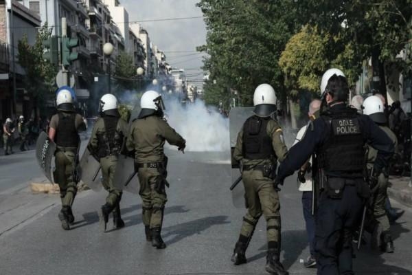 Πανικός στη ΓΑΔΑ! Επεισόδια φοιτητών-αστυνομικών με χημικά και κρότου λάμψης!