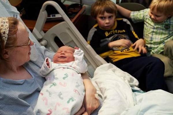Αδιανόητο! Αυτή η γυναίκα έχει γεννήσει τρία παιδιά στις 29 Φεβρουαρίου κι έπιασε το ρεκόρ!