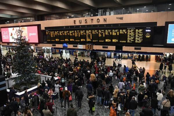Συναγερμός στο Λονδίνο! Εκκένωσαν σταθμό τρένων λόγω επίθεσης με μαχαίρι!