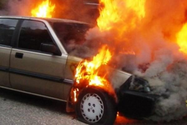 Τυλίχθηκε στις φλόγες αυτοκίνητο στην Αθήνα!