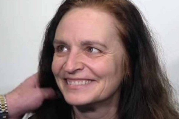 60χρονη γιαγιά πάει σε στιλίστα, την κουρεύει, την βάφει και δεν την γνωρίζουν ούτε τα παιδιά της!