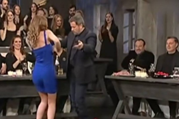 Θυμάστε το αμαρτωλό τσιφτετέλι της ηθοποιού στον Σπύρο Παπαδόπουλο; Λίγους μήνες μετά αποκαλύφθηκε το... σκάνδαλο!