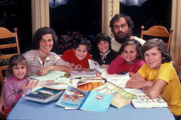 Σπάνιες φωτογραφίες-ντοκουμέντο: Τα παιδικά χρόνια του οσκαρικού Χοακίν Φοίνιξ! Αυτή είναι η ιστορία της οικογένειάς του!