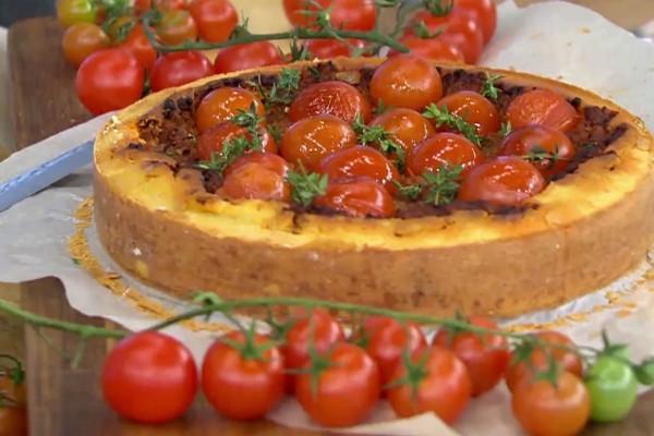 Αλμυρό κέικ με κιμά και τοματίνια! (Video)