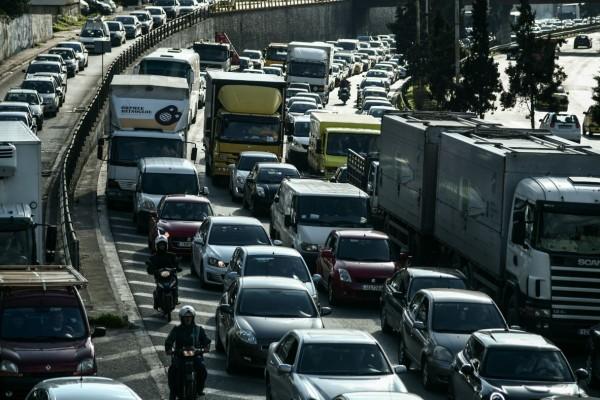 Αυξημένη κίνηση στους δρόμους: «Κόλαση» η Αθηνών-Λαμίας! Πού έχει μποτιλιάρισμα; (photos)