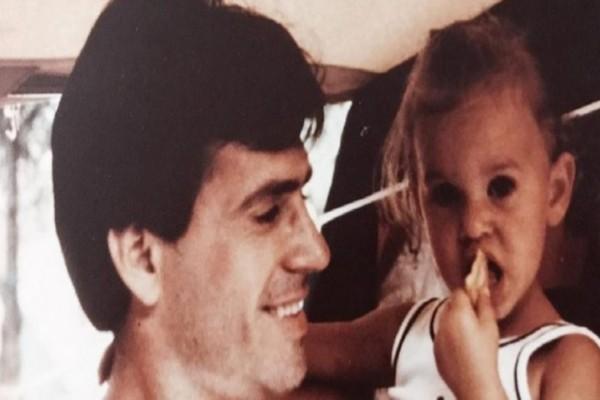 Το κοριτσάκι της φωτογραφίας είναι πασίγνωστη Ελληνίδα παρουσιάστρια! Που πάει το μυαλό σας; (photos)