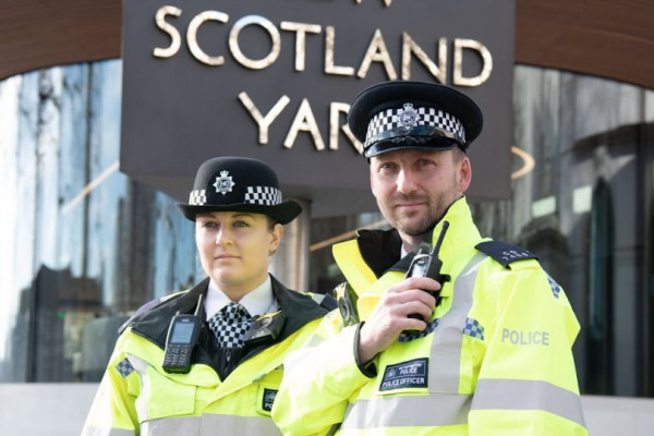 Νεκρός ο δράστης στο Λονδίνο - «Βλέπει» τρομοκρατικό χτύπημα η Αστυνομία!